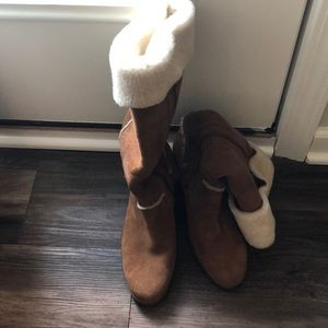 UGG Tan high boots in suede and sheep skin!